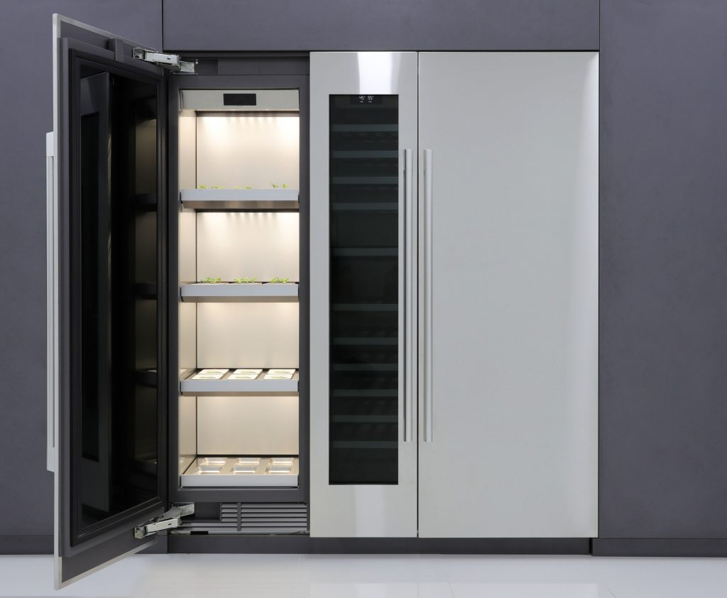 Utilizing flexible modules, the appliance replicates optimal outdoor conditions by precisely matching the temperature inside the insulated cabinet with the time of day. LED lights, forced air circulation, and wick-based water management allow seeds to transform quickly into ingredients for delicious recipes and dishes. The advanced gardening system is capable of holding up to 24 all-in-one seed packages1, enough for a family of four to enjoy the health benefits and culinary advantages of cooking with home-grown produce.
